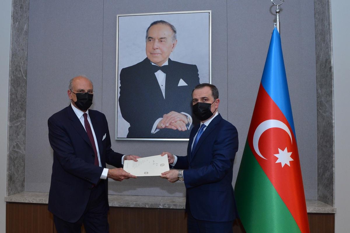 Новоназначенный посол Италии вручил Джейхуну Байрамову копии верительных грамот