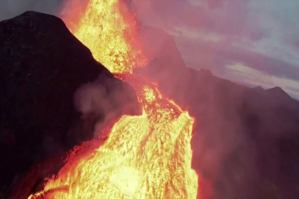 """Drone crashes into erupting Icelandic volcano-<span class=""""red_color"""">VIDEO"""