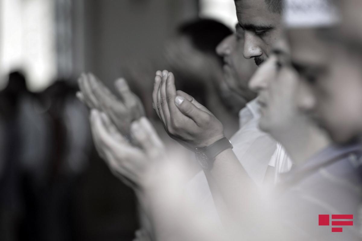 Желающие помолиться должны приходить в мечеть только во время намаза