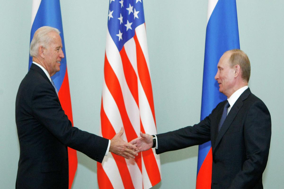 Байден обсудит с Путиным кибератаку на JBS