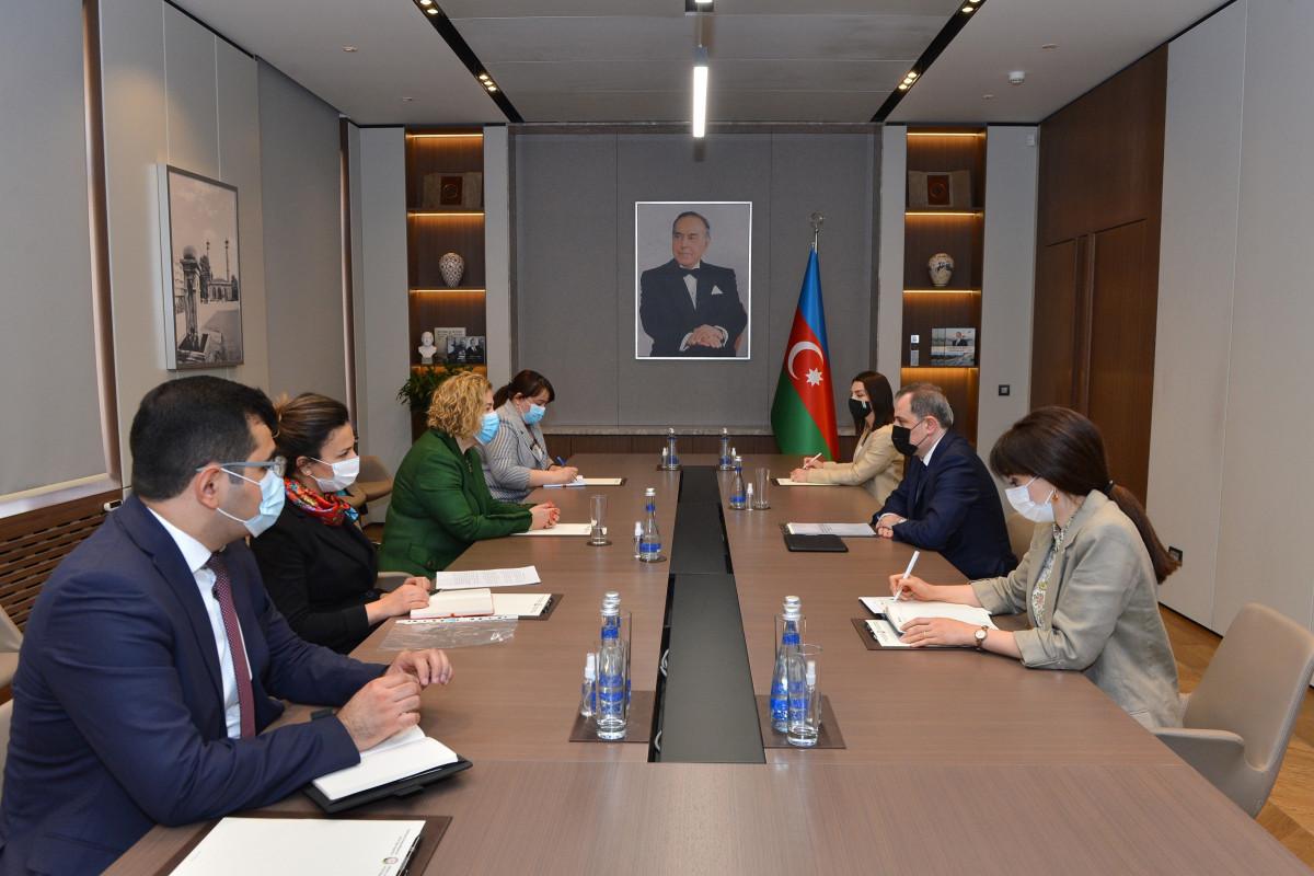Джейхун Байрамов принял главу представительства ВОЗ в Азербайджане