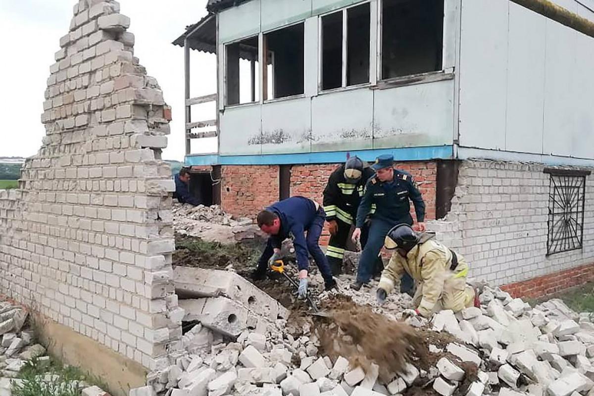 Rusiyada 3 azyaşlı beton piltənin altında qalaraq ölüb