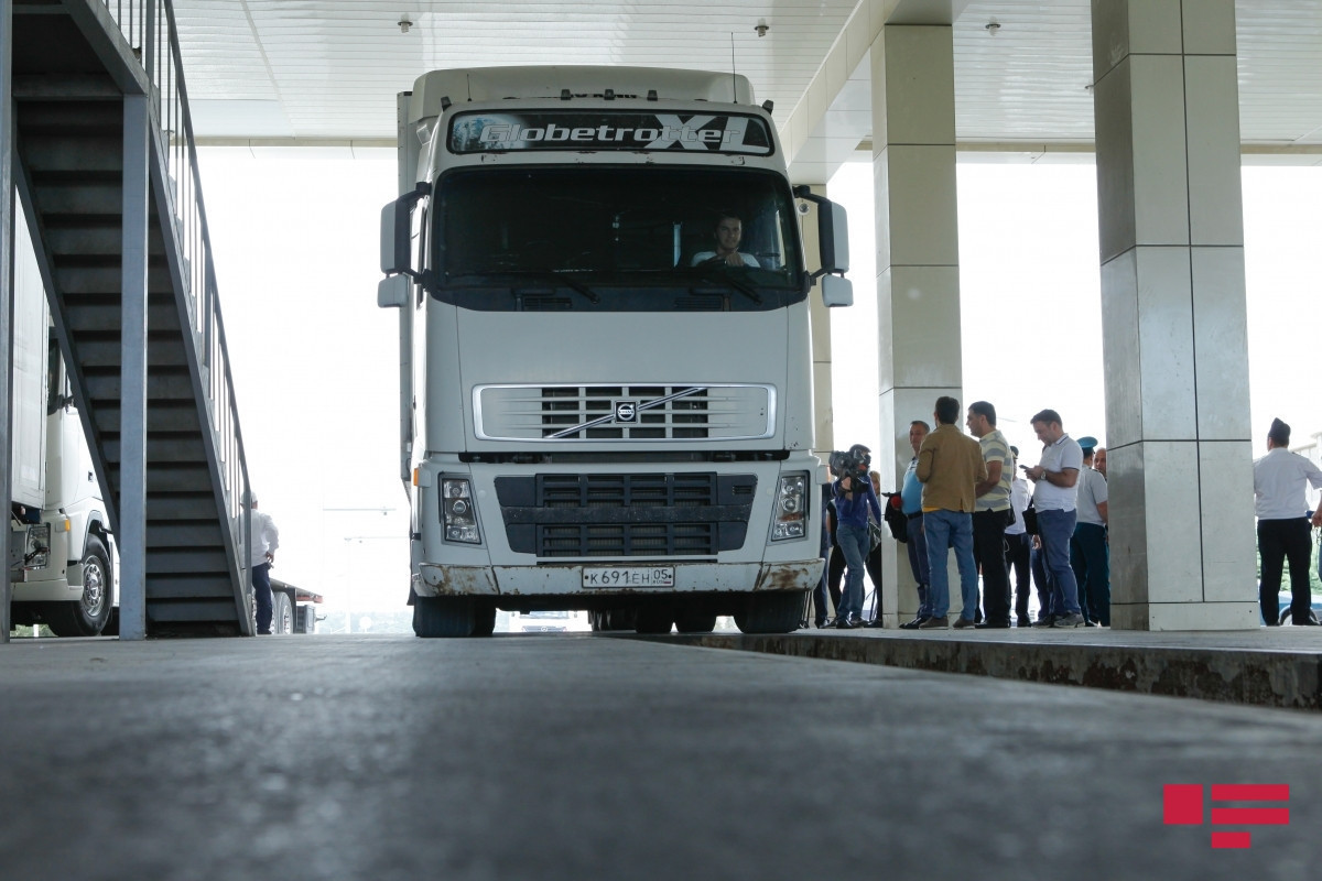 At Samur checkpoint, more than 1500 trucks waiting in line to cross into Russia