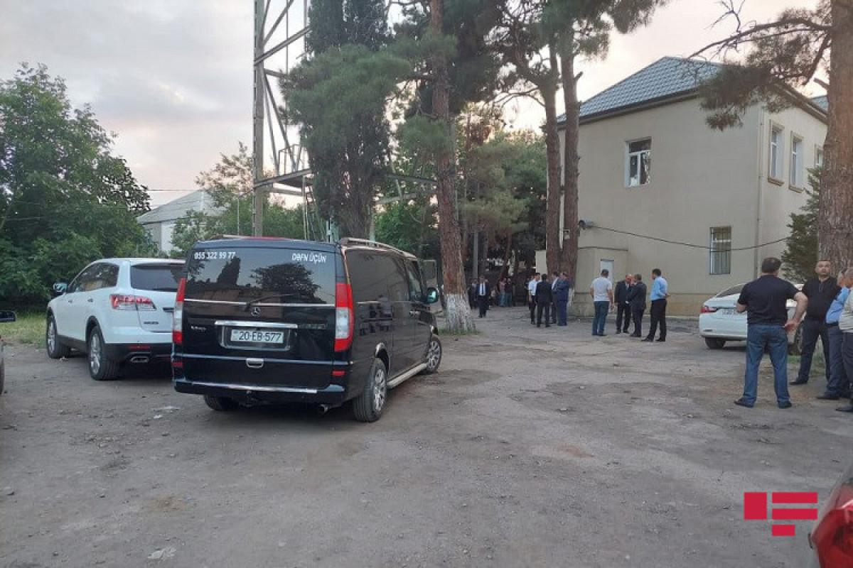 """Тела погибших в Кяльбаджаре журналистов доставлены в Гянджу-<span class=""""red_color"""">ФОТО"""