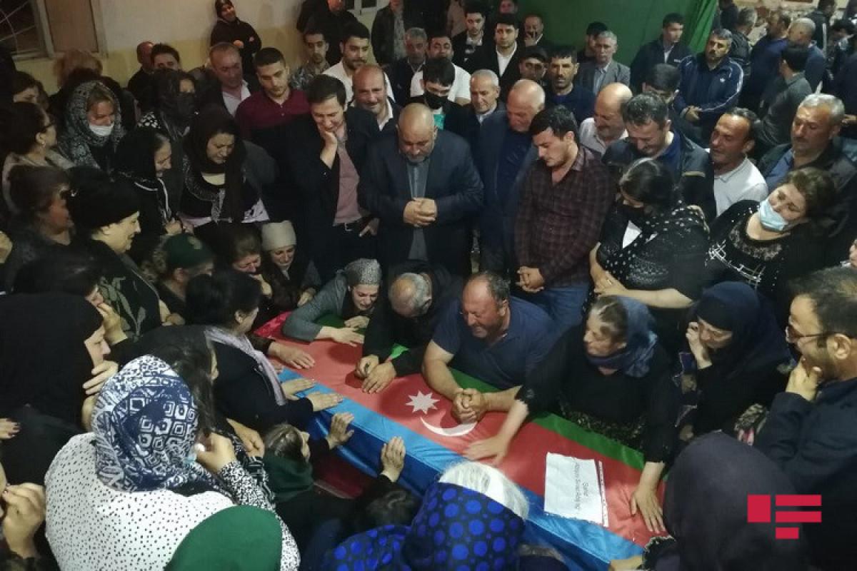 "Тело журналиста Сираджа Абышова доставлено в его дом -<span class=""red_color"">ФОТО"