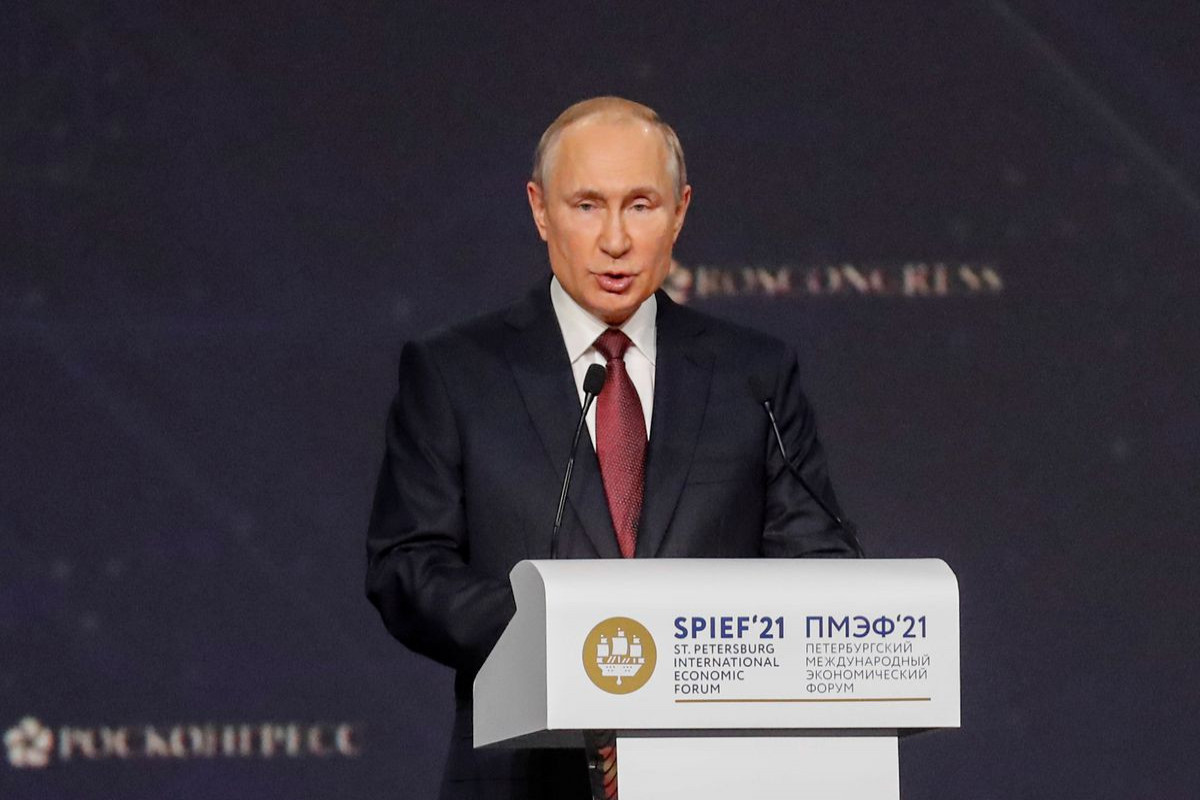 Putin plans to offer vaccinations to visiting foreigners for a fee