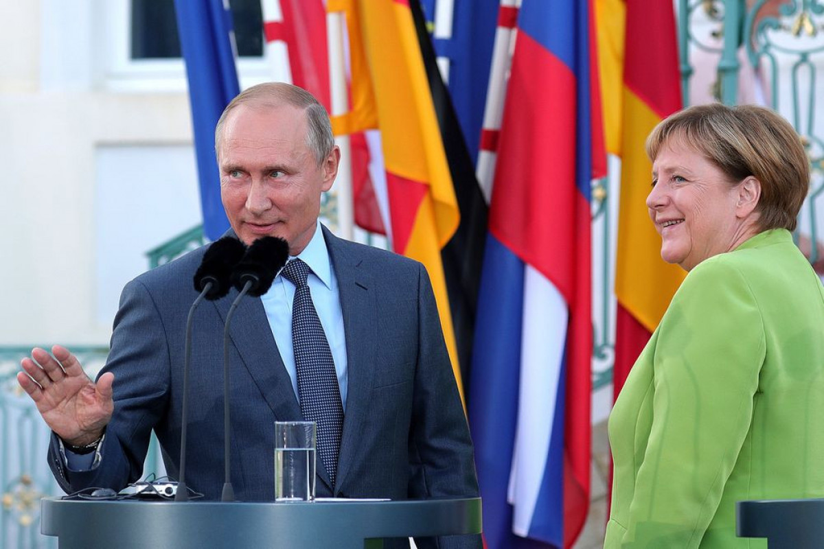"""Vladimir Putin: """"Merkel təcrübəli siyasətçi, dürüst və etibarlı şəxsdir"""""""