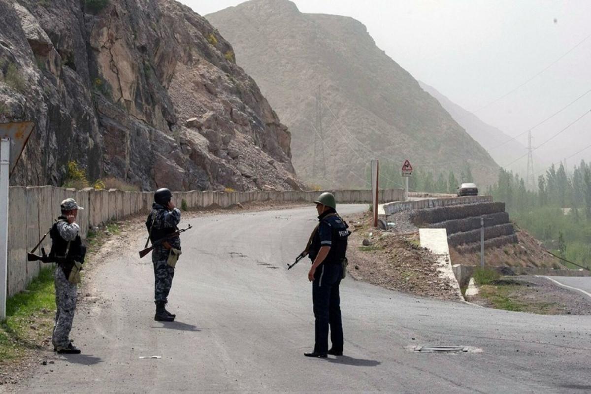 Кыргызстани Таджикистан договорились об отводе войск от границы