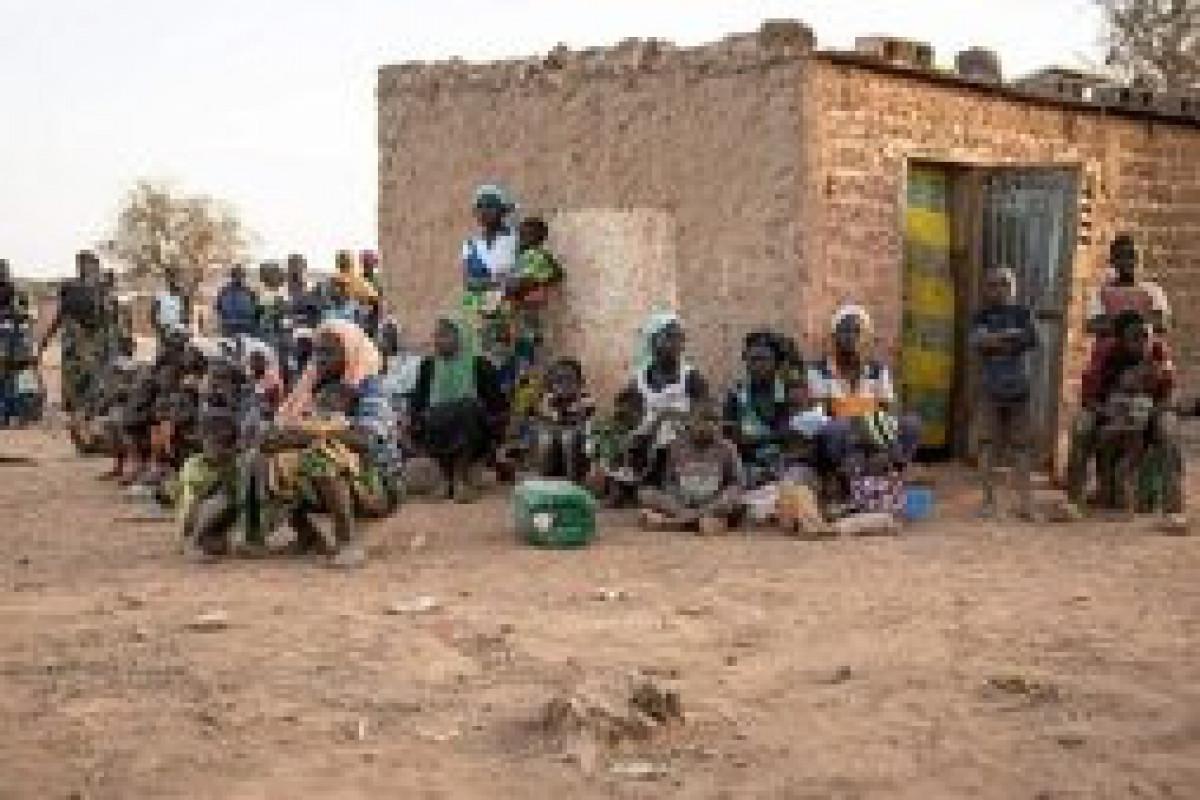 Burkina-Fasoda silahlılar kəndə hücum edərək azı 138 nəfəri öldürüblər