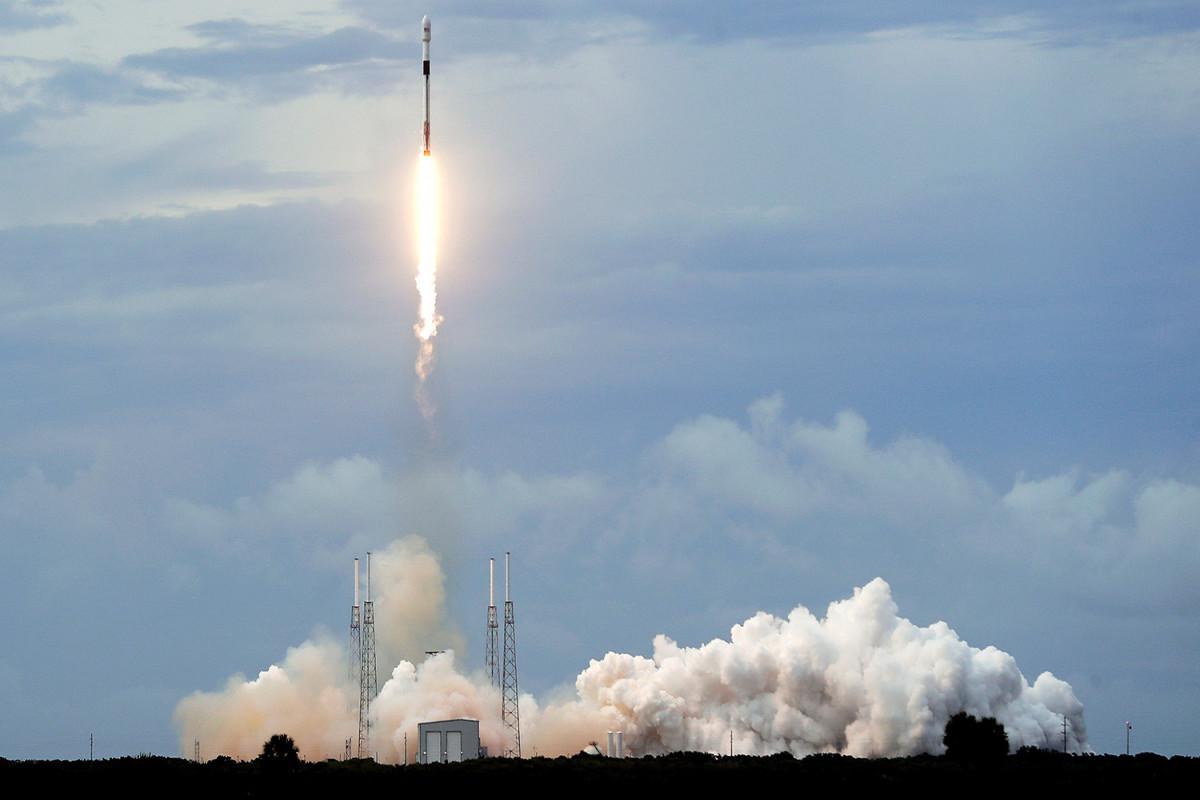 ABŞ-ın SpaceX şirkəti SXM-8 peykini orbitə çıxarıb
