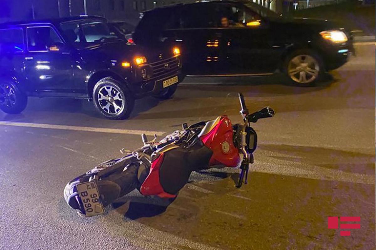 Bakıda motosikletçini avtomobil vurub