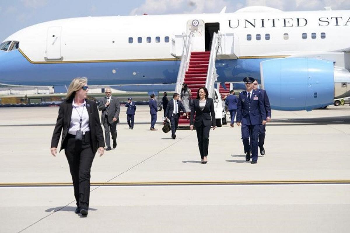 Самолет вице-президента США вернулся на военную базу из-за технической проблемы