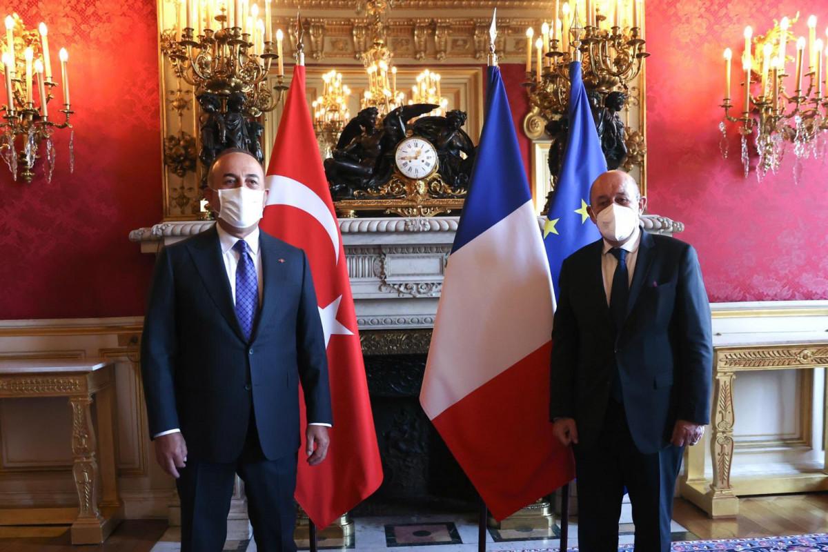 Turkish, French top diplomats meet to improve ties