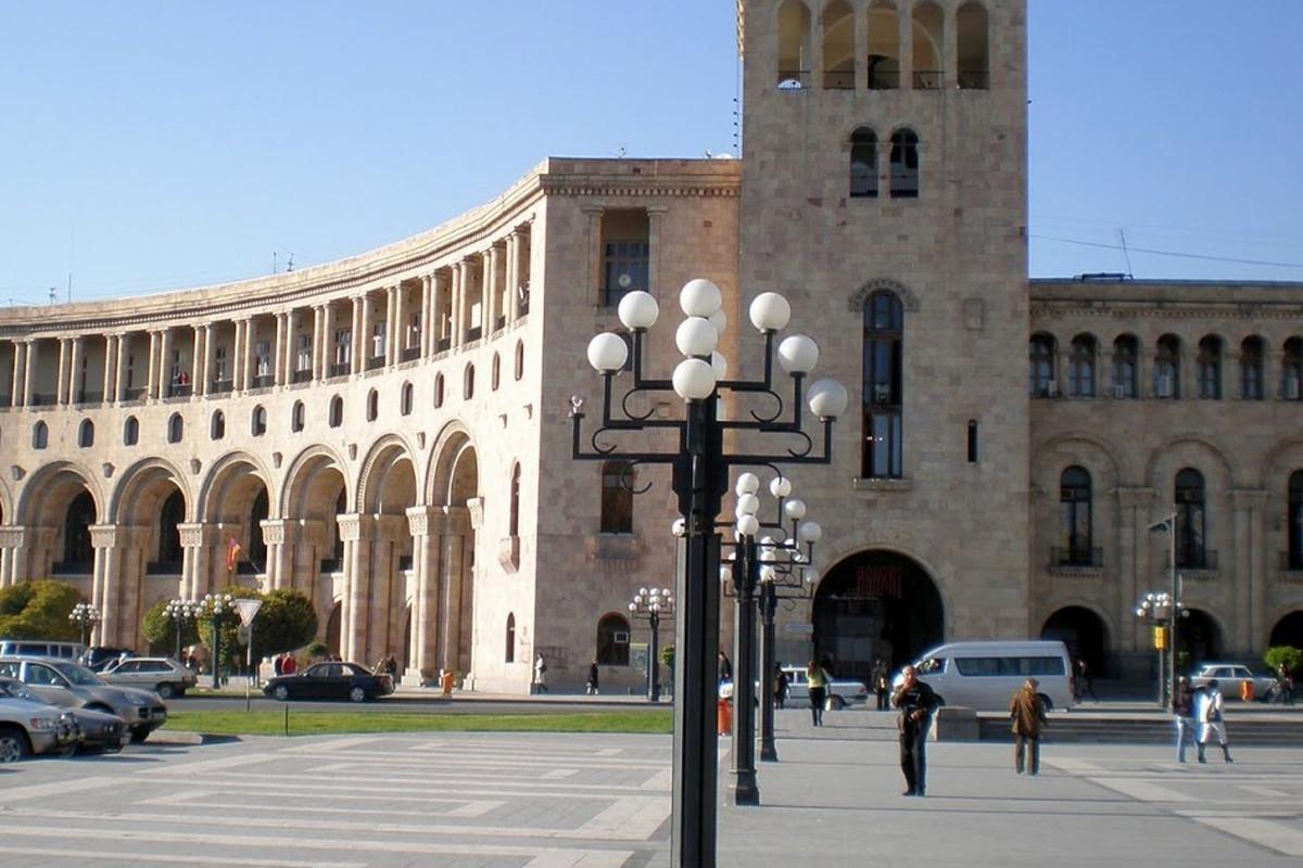 Ermənistanda iki hərbi hissə komandiri barəsində xidməti araşdırmalara başlanılıb