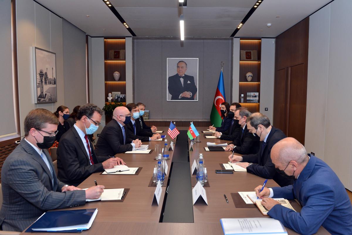 Глава МИД Азербайджана встретился с исполняющим обязанности помощника госсекретаря США