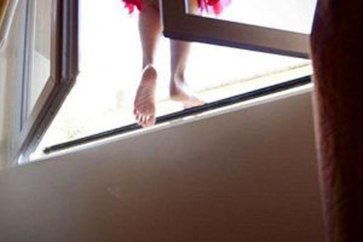 """В Гяндже скончалась бросившаяся с 7-го этажа 17-летняя девушка  -<span class=""""red_color"""">ОБНОВЛЕНО-<span class=""""red_color"""">ВИДЕО"""