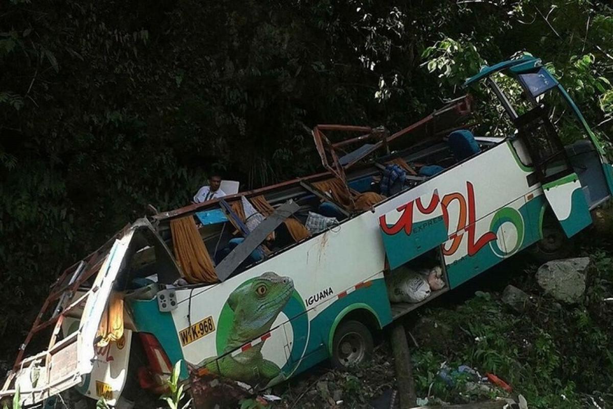 В Перу 17 человек погибли в результате падения автобуса в ущелье