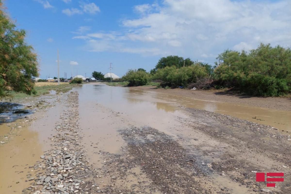 Güclü yağış Goranboyda fəsadlar törədib, Bakı-Qazax yolunda körpünün ətrafını sel basıb - <span class=