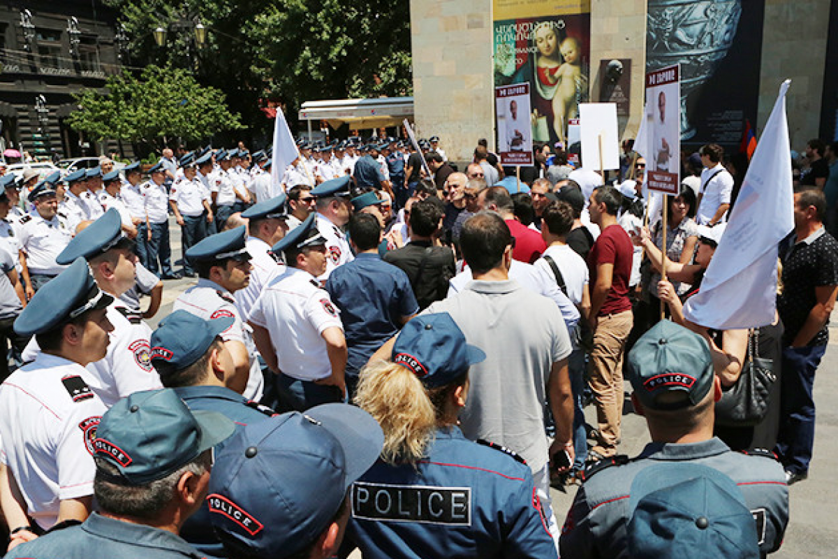 """Kocharyan challenges Pashinyan to a duel: Verbal duel in Armenia may spread to streets-<span class=""""red_color"""">ANALYSIS</span>"""