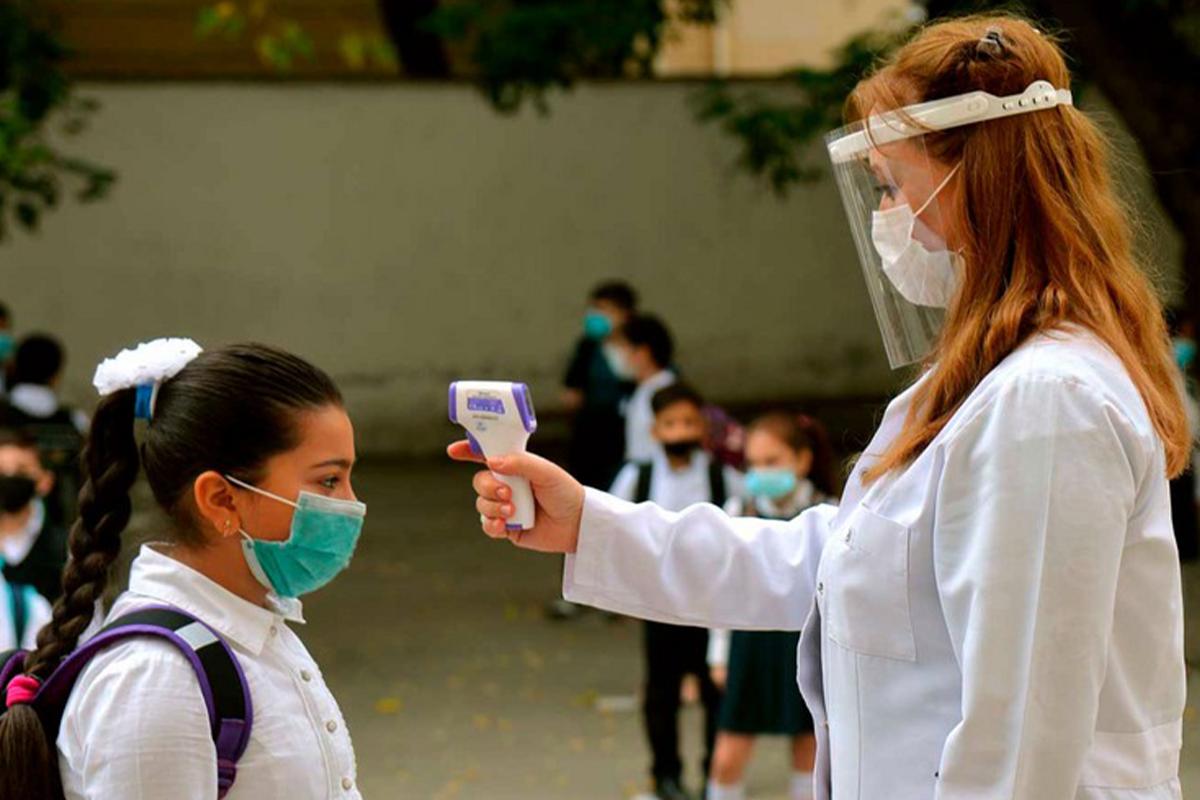 """Emin Əmrullayev: """"COVİD pandemiyası təhsil sahəsinə müsbət təsir etmədi"""""""