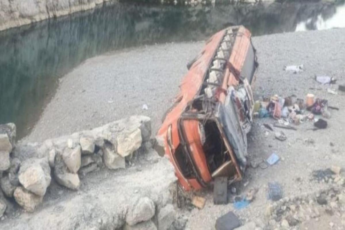 Pakistanda yol qəzasında 20 nəfər ölüb, 50 nəfər yaralanıb