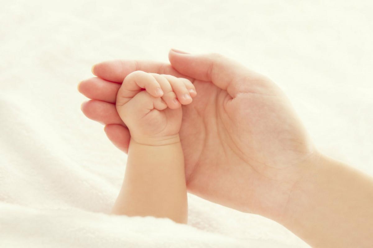 Обнародовано число детей, усыновленных в Азербайджане в этом году