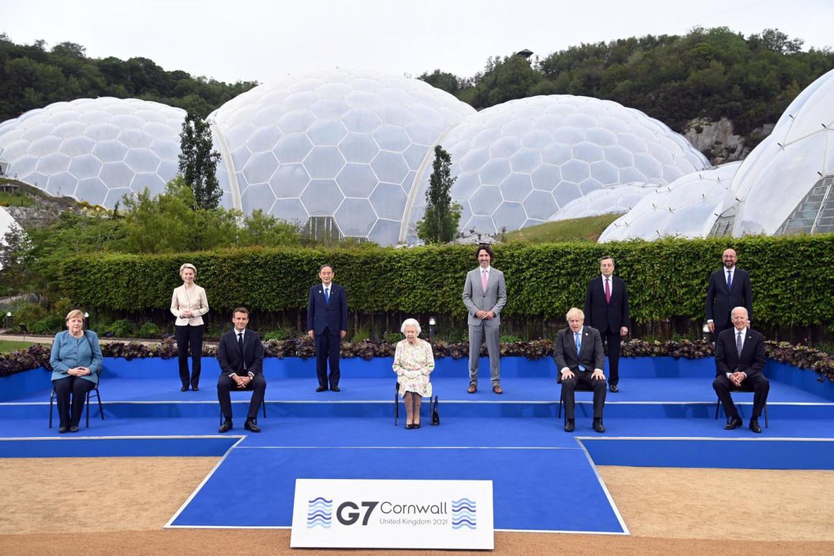 Britaniya Kraliçası II Elizabet G7 və Aİ liderləri ilə görüşüb