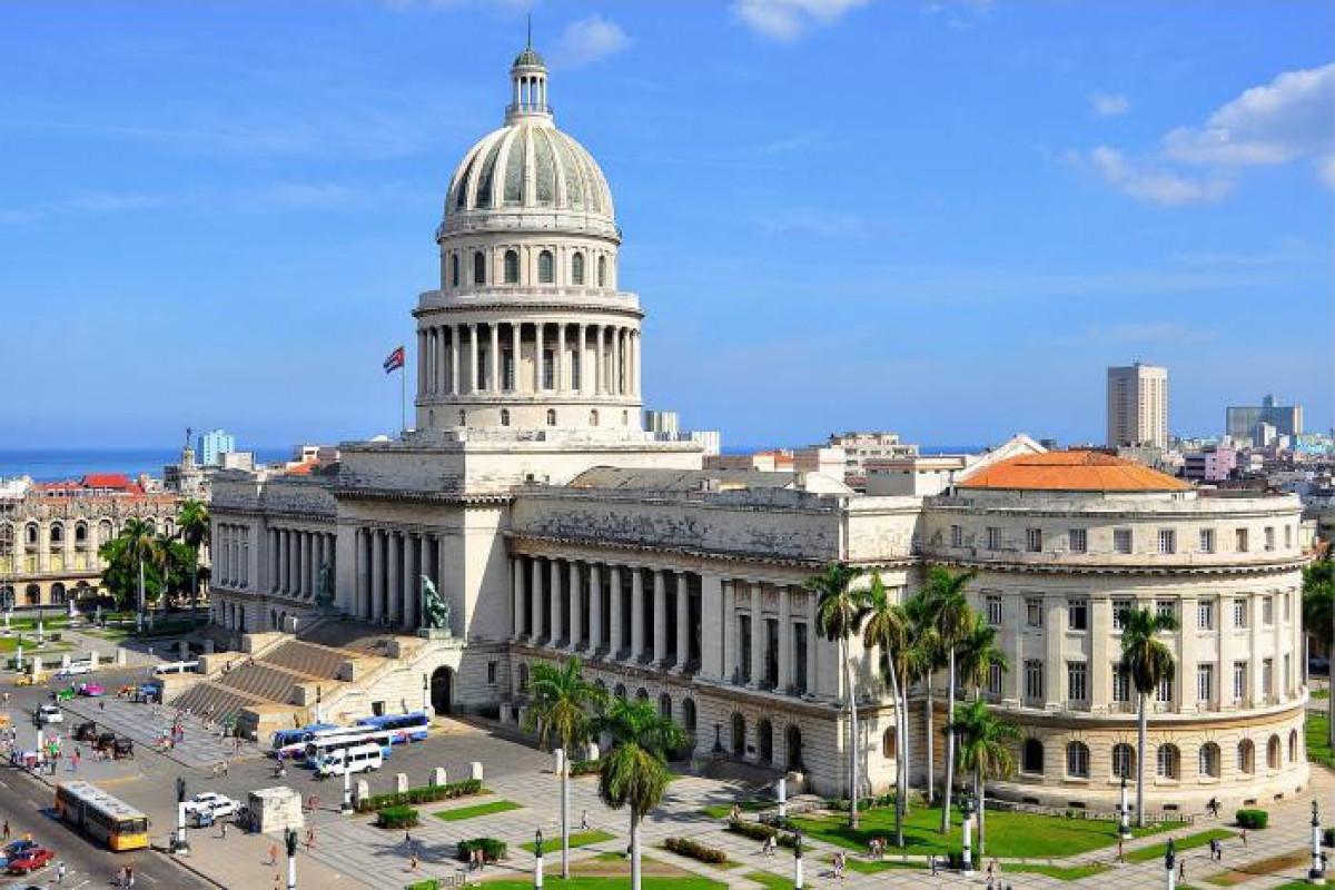 Kuba rəhbərliyi turistləri adaya gələrkən özləri ilə nağd ABŞ dolları götürməməyə çağırıb