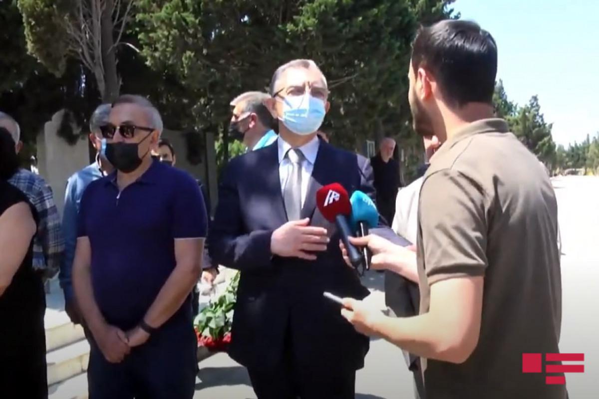 Эльдар Азизов: Звучат различные предложения относительно места установки памятника Тофигу Гулиеву
