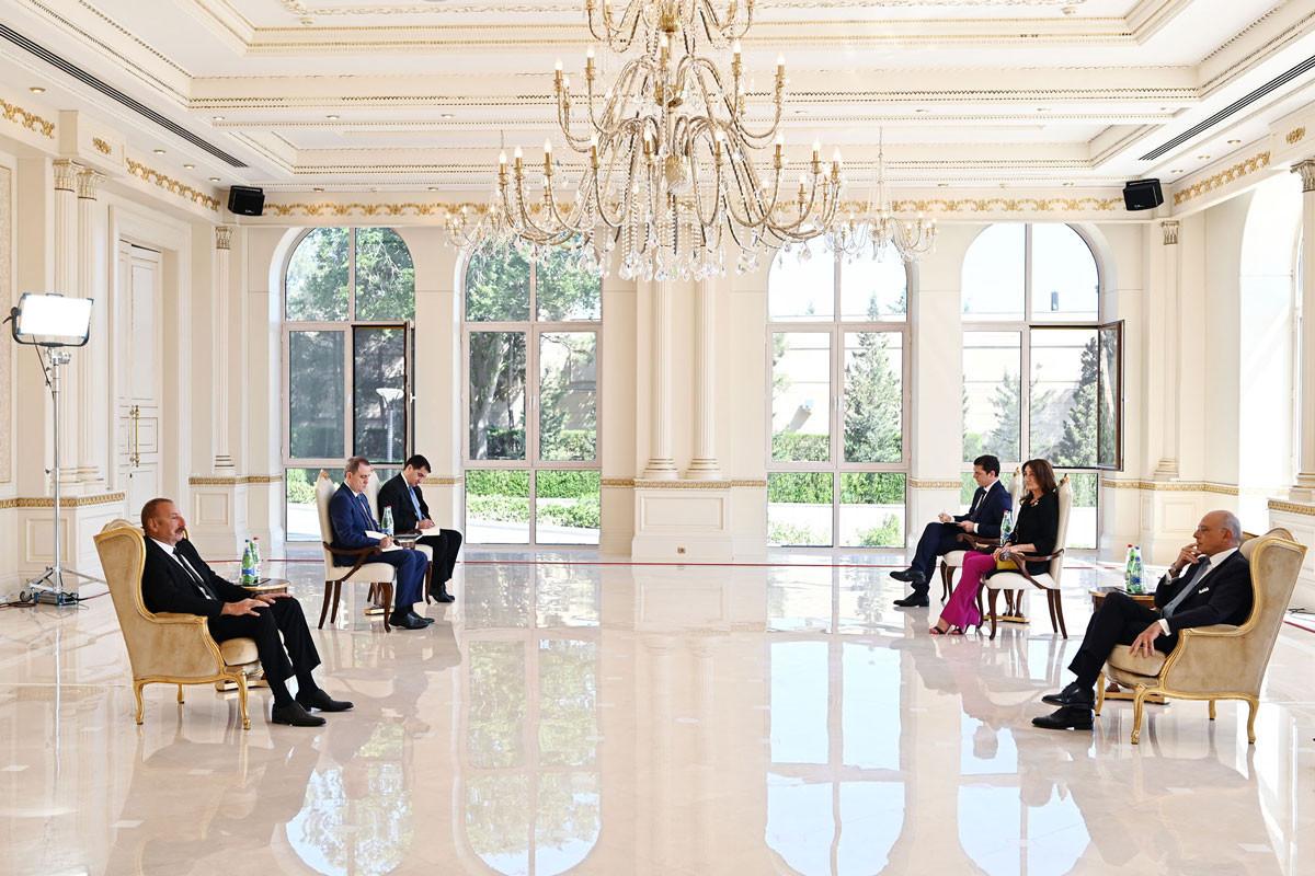 Президент Ильхам Алиев: Итальянские компании - в числе первых иностранных компаний, начавших работать над восстановлением освобожденных территорий