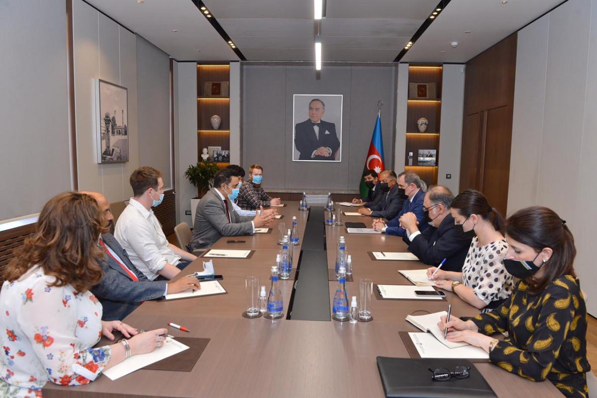 Джейхун Байрамов встретился с делегацией Соединенного Королевства