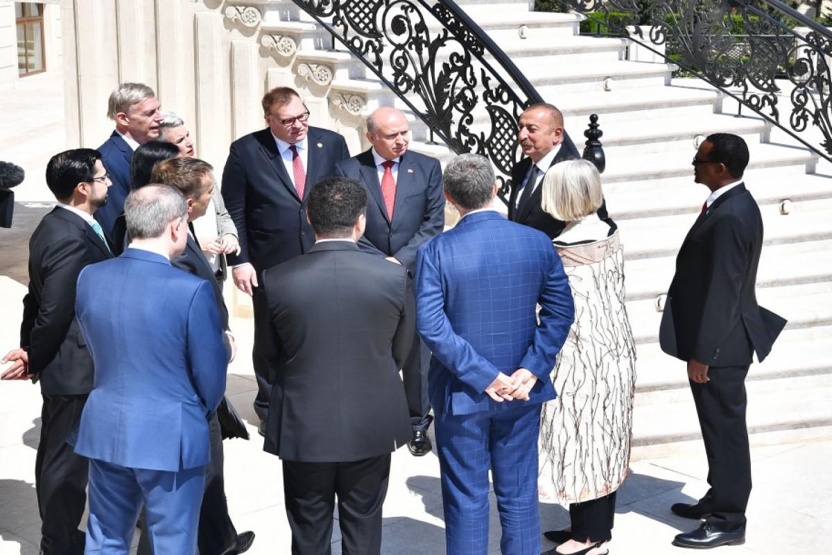 Президент Ильхам Алиев: Внешнеполитический курс Азербайджана преследует цель укрепления сотрудничества со всеми странами мира