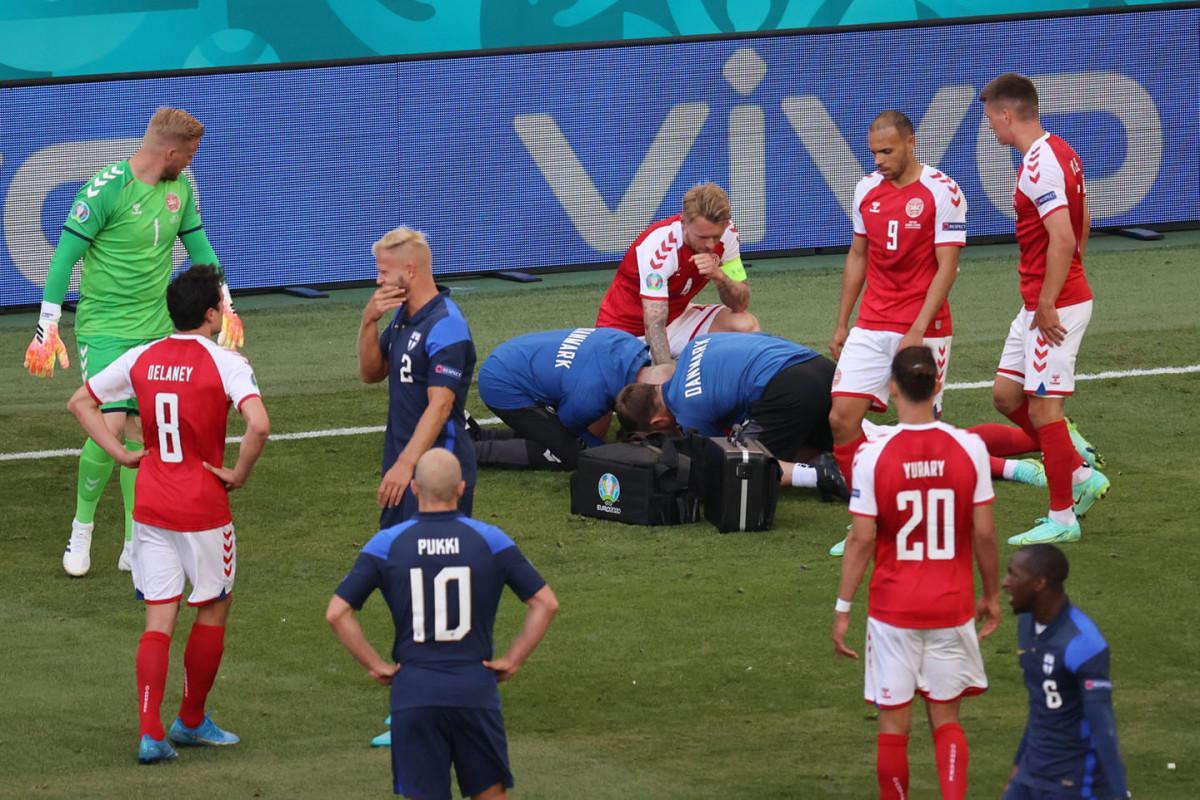 "<span class=""red_color"">Евро-2020: Матч Дании и Финляндии отложен"