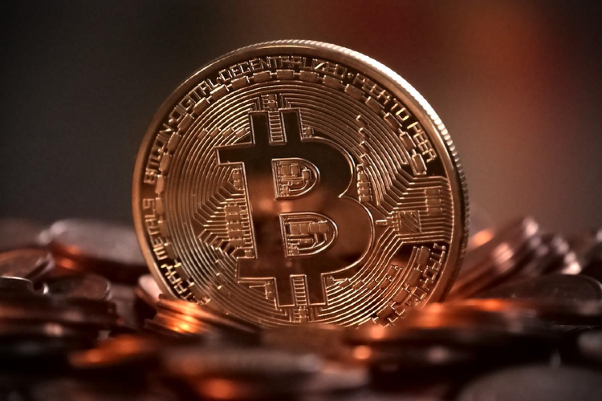 """""""Bitcoin""""in dəyəri 10% artıb"""