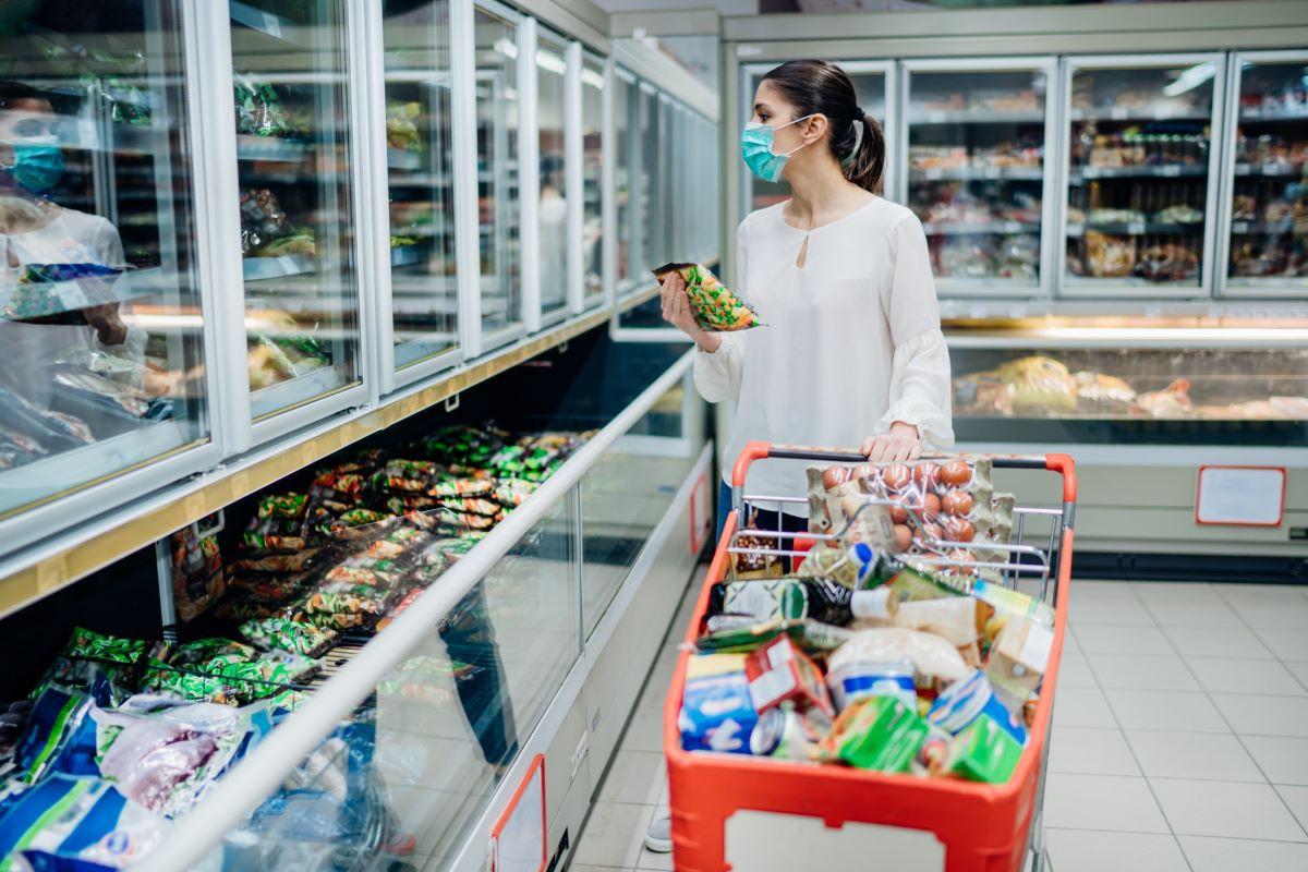 Население Азербайджана в прошлом месяце резко увеличило расходы на покупку продтоваров