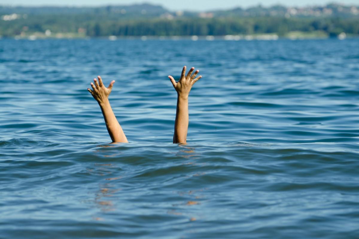Тела двух подростков, утонувших в реке Кура, извлекли из воды