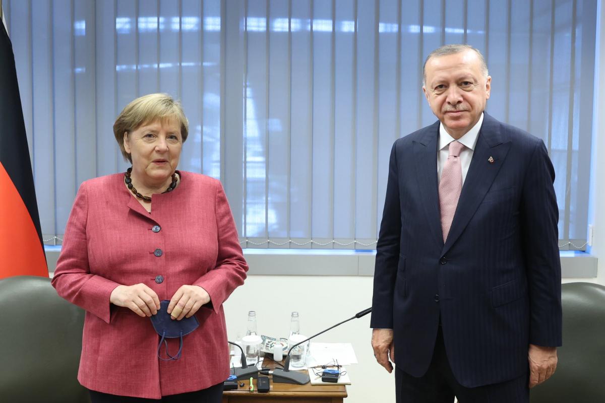 """Ərdoğan və Merkel arasında görüş keçirilib - <span class=""""red_color"""">YENİLƏNİB"""