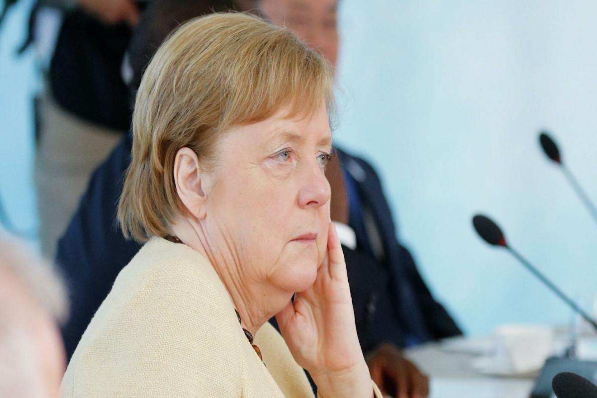 Меркель пожаловалась, что Россия воспринимает НАТО как противника
