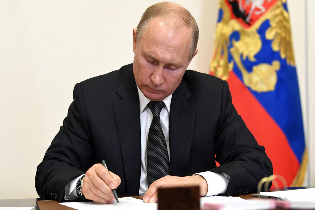 Putin miqrantların Rusiyada qalma müddətini uzadıb