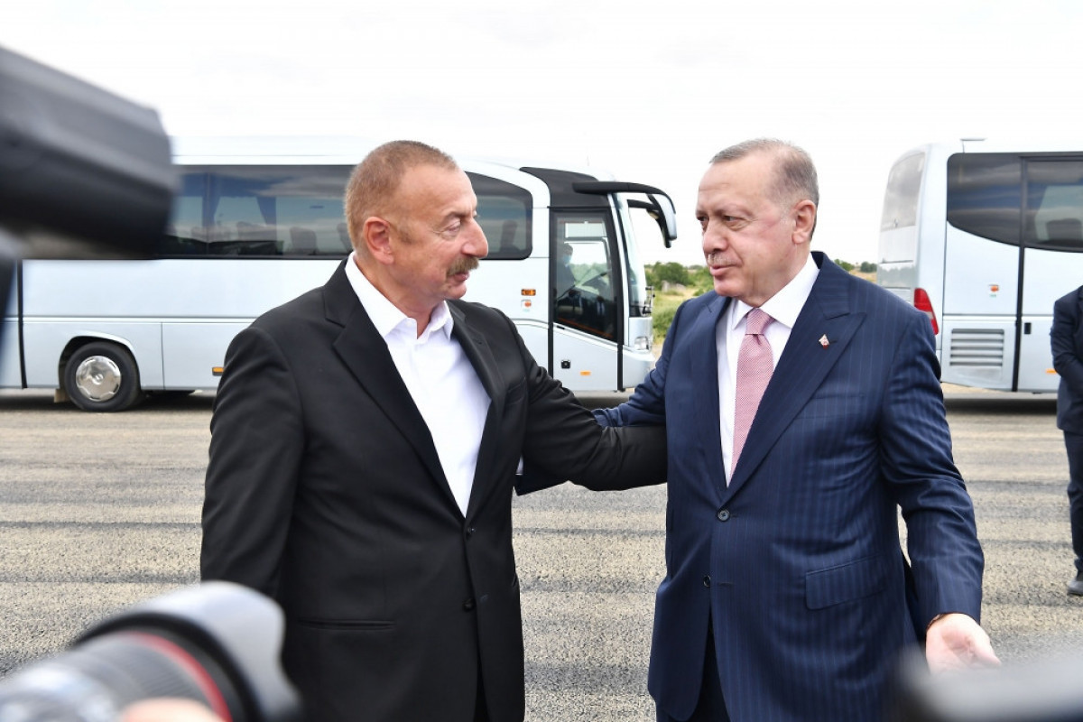 Azerbaijani, Turkish presidents hold one-on-one meeting