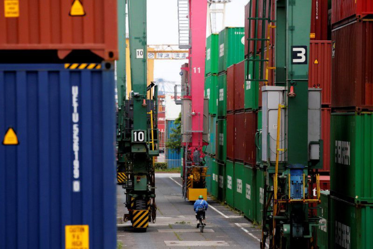 Japan exports jump most in 41 years, machine orders rise
