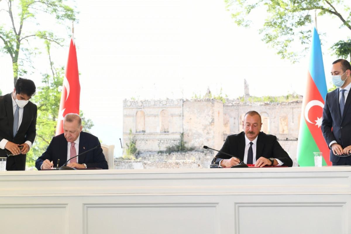 Декларация: Строительство железной дороги Нахчыван-Карс внесет важный вклад в интенсификацию связей между двумя странами
