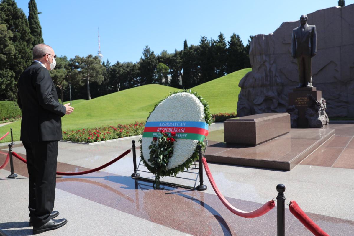 "Эрдоган посетил могилу Гейдара Алиева-<span class=""red_color"">ОБНОВЛЕНО</span>-<span class=""red_color"">ВИДЕО</span>"