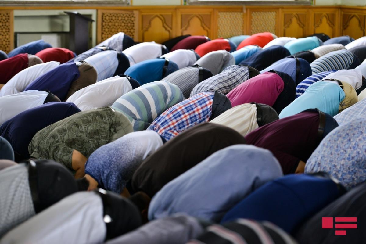 İslam dini icmaları yalnız təmsil etdikləri dinə aid ibadət yerlərində və ziyarətgahlarda yaradılacaq