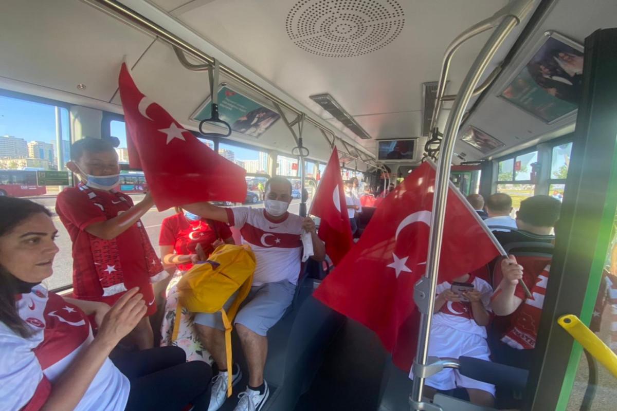 """BNA: Türkiyə - Uels oyununa azarkeşlərin daşınmasına başlanıb - <span class=""""red_color"""">FOTO</span>"""