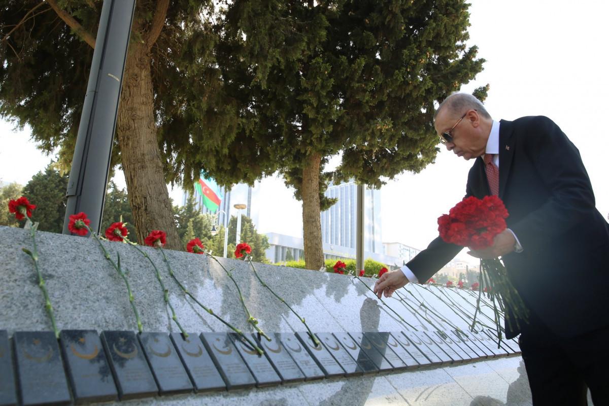 Erdogan visits Baku Turkish Martyrs
