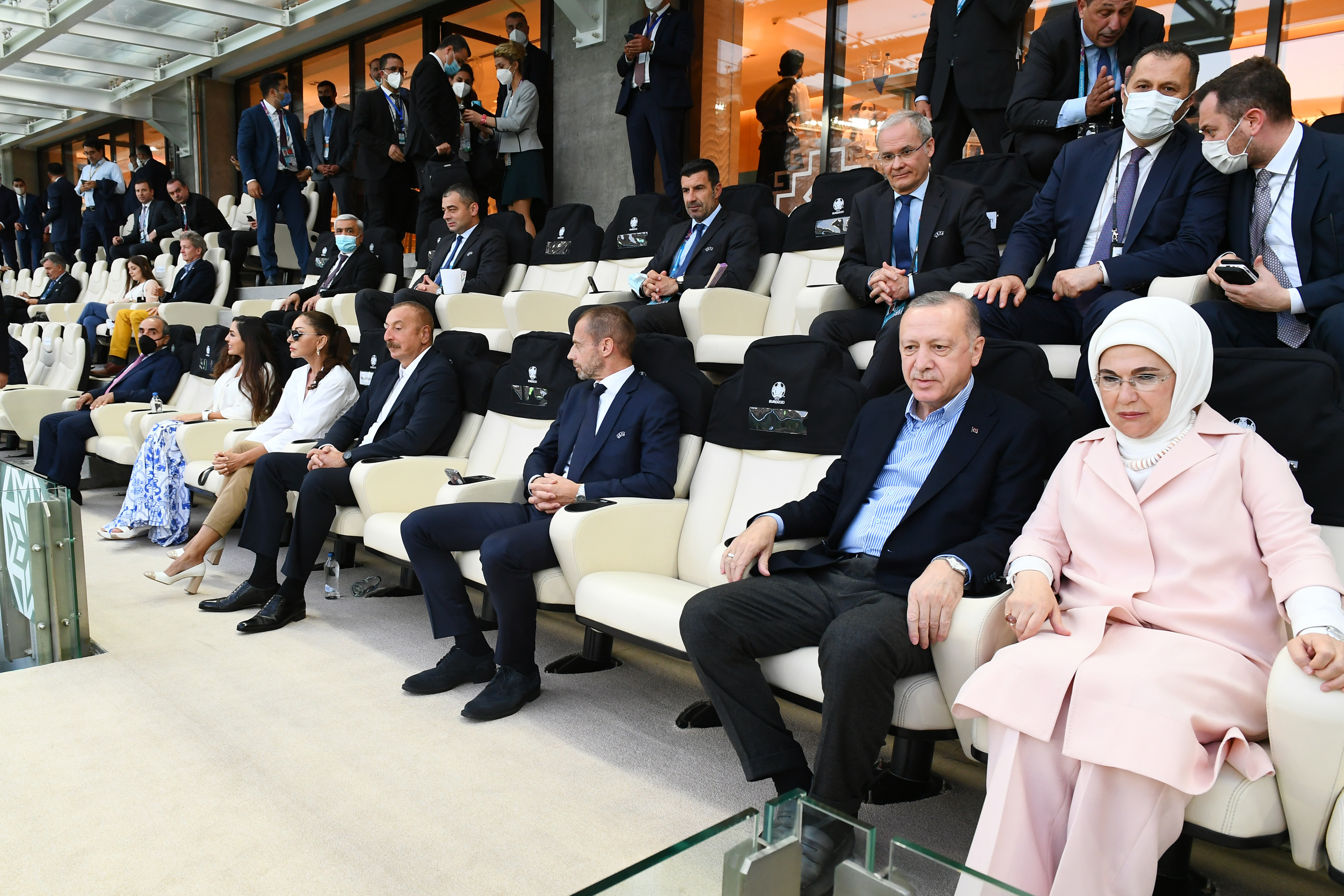 Azərbaycan və Türkiyə prezidentləri Bakıda Türkiyə-Uels oyununa baxıblar - <span class=