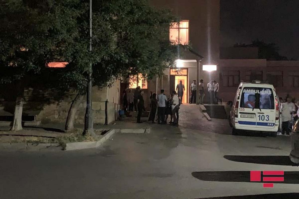 В Баку два человека получили ножевые ранения в массовой драке на пляже
