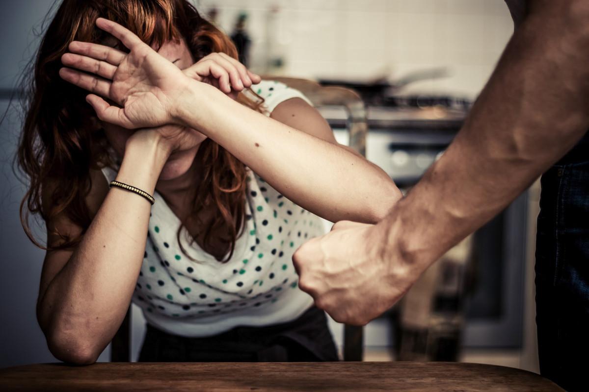 В Баку в кафе жестоко избита женщина