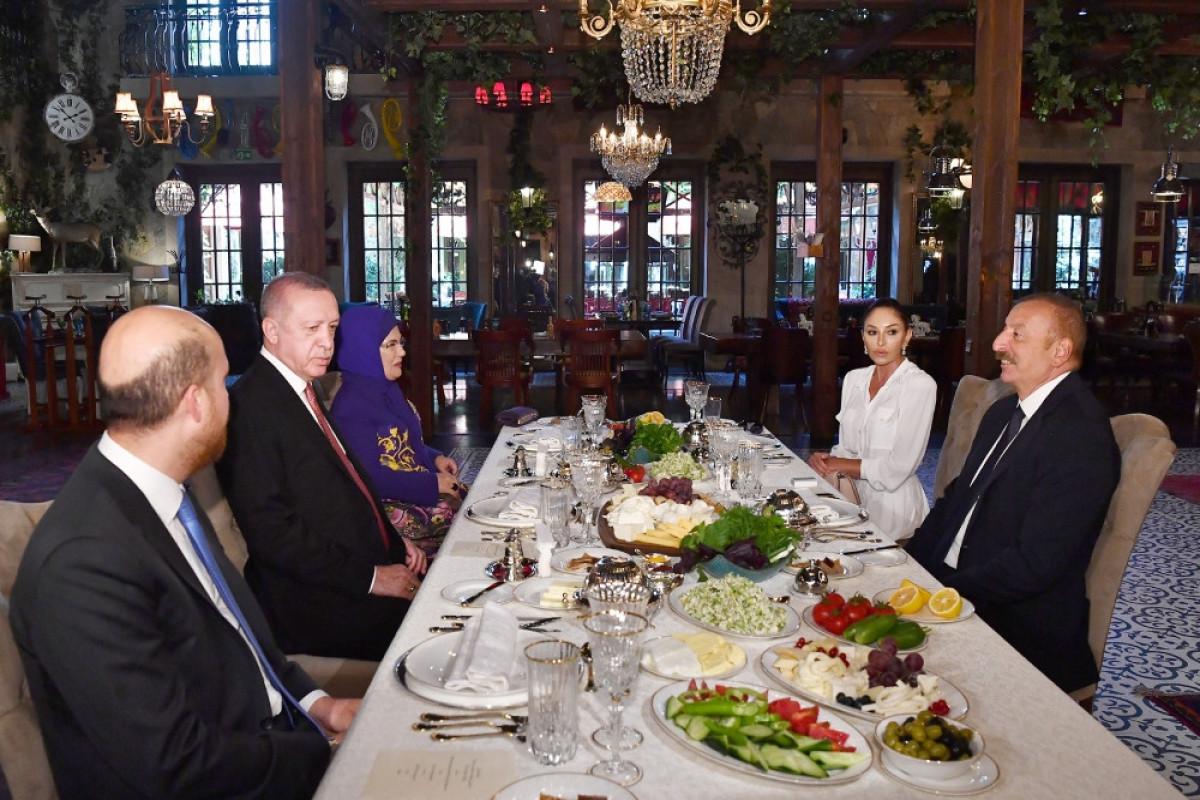 Dinner hosted on behalf of President Ilham Aliyev and First Lady Mehriban Aliyeva in honor of President Recep Tayyip Erdogan and his wife Emine Erdogan